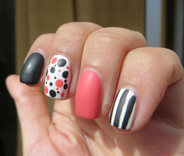 Mix and Match Nails - Coral Black