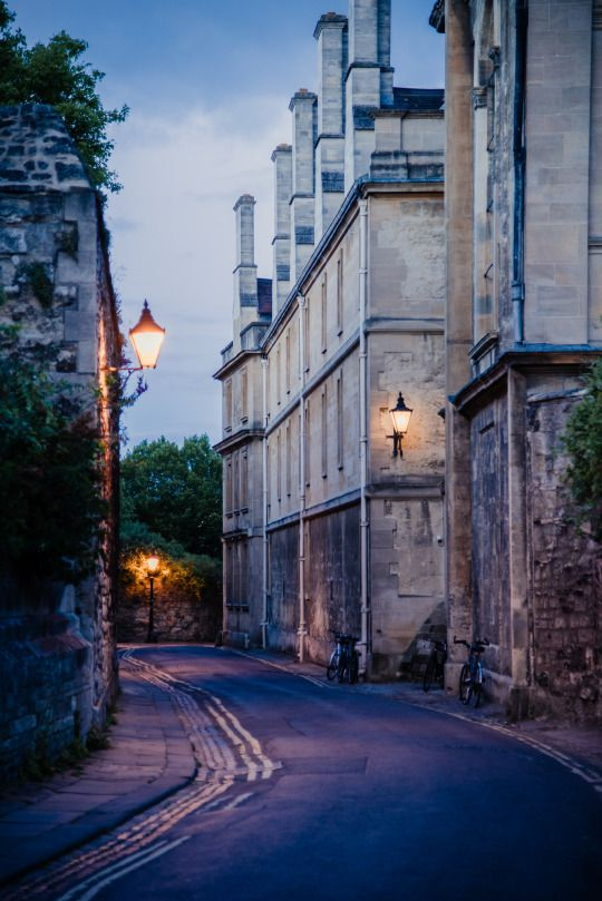Queen's lane, Oxford