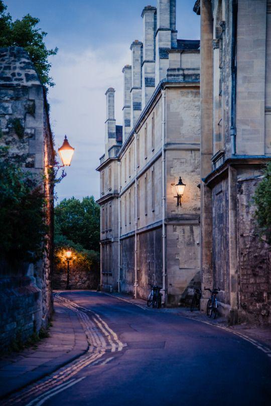 Queen's lane, Oxford