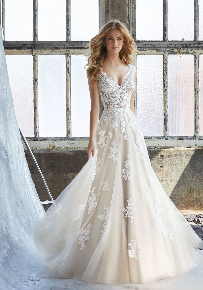Tulle Appliqued Bridal Gown Cream Lace Beach Traveling Garden Wedding  Dresses W16251 53b3a53b0fd0