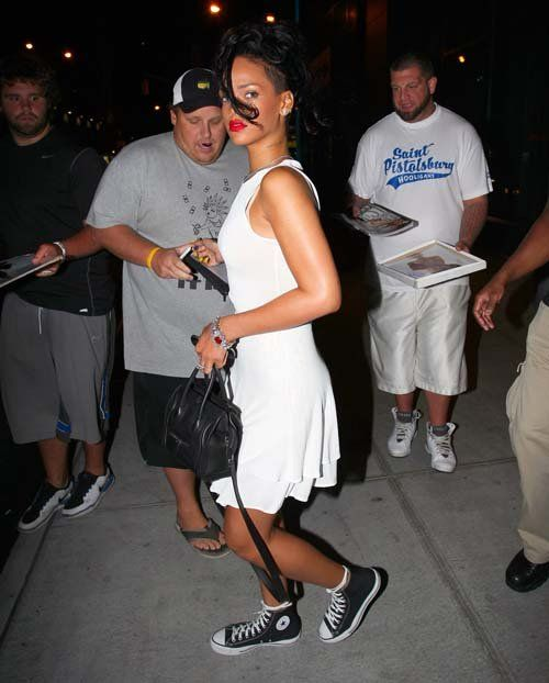 e76e8d912887 Rihanna jamais sans ses converses Chuck Taylor