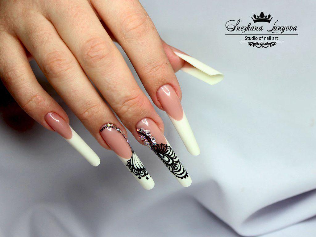 Foto van een extreme nagelvorm 'pipe-nails'. #pipenails ...