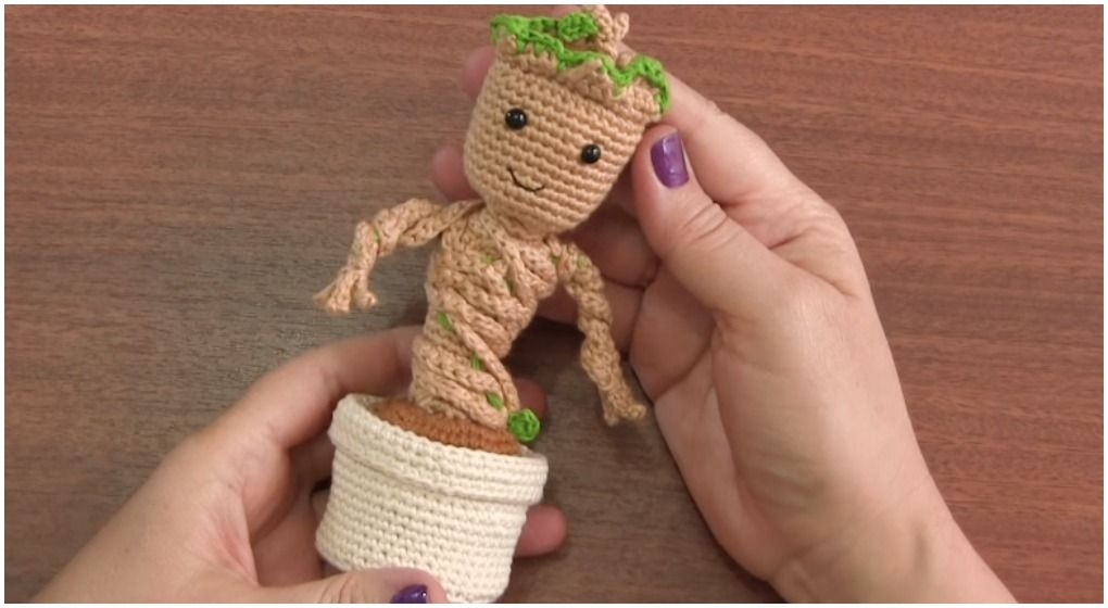 Free Crochet Pattern: Potted Baby Groot from Guardians of the ... | 560x1020
