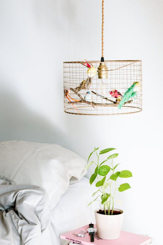 A flock of fake birds sit around a bulb, their tiny bodies endowed with feathers – so lifelike, youd expect to hear chirps from the mesh copper cage. We have these lamps in our bedroom and living room - with cage lamps you can really create a WOW effect in your quests!  Every chandelier is costum made, so you may not recieve exactly the same birds. Birds are hand picked to harmonize as a whole. Want birds in your favourite colors? Just write into order notes the prefered colors.  Chandelier…