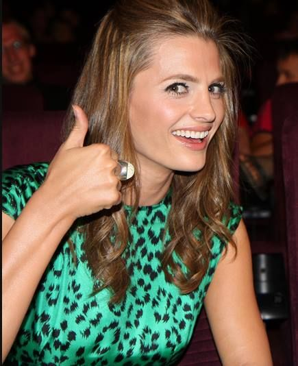 Thumbs up for Stana