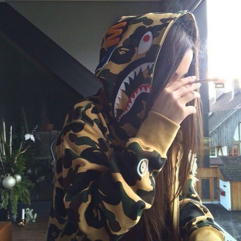 Follow @baddbitchees for more look and bad bitches  #streetgoth #yunglean #badbitch #vaporwave #sadboys2001 #holopunk #cyberpunk #seapunk #sadboys #sadgirl #girl #god #weed