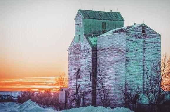 Highway 200 yields pleasant surprises at #sunrise #GoldenValley #NorthDakota #grainelevators #smalltown #rural #quaint #railroad #pioneers #firstsettlers #harleydavidson #collector #beautifulbakken  http://bit.ly/2kkeyxs