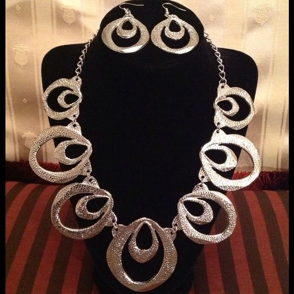 Very Dramatic Unique Design Fashion Jewelry. New Never Worn Set of Very Unique Design Fine Jewelry for all Occasions. Jewelry