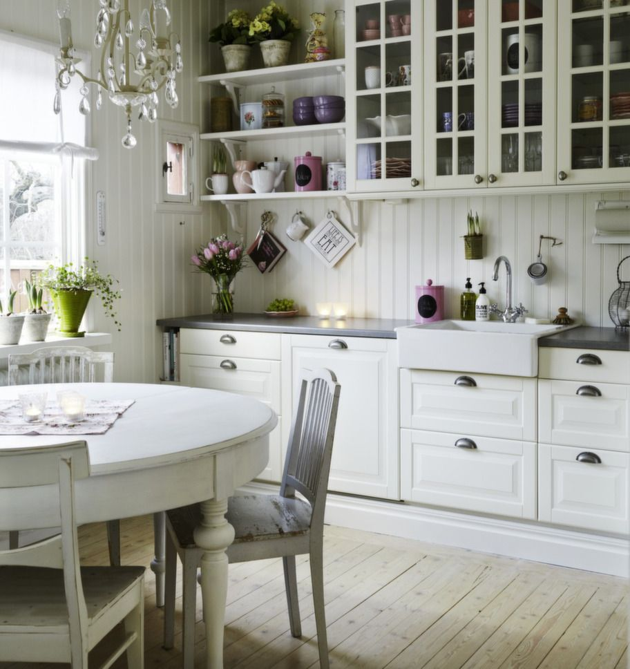 Just a cute kitchen in Sweden full of nice little details ...