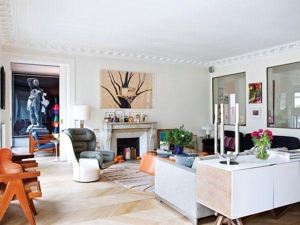 El piso parisino de la propietaria de la firma de decoración Little Cabari combina el esplendor del pasado y conceptos muy actuales. Espacios amplios, mucha luz natural, piezas exquisitas y obras de...
