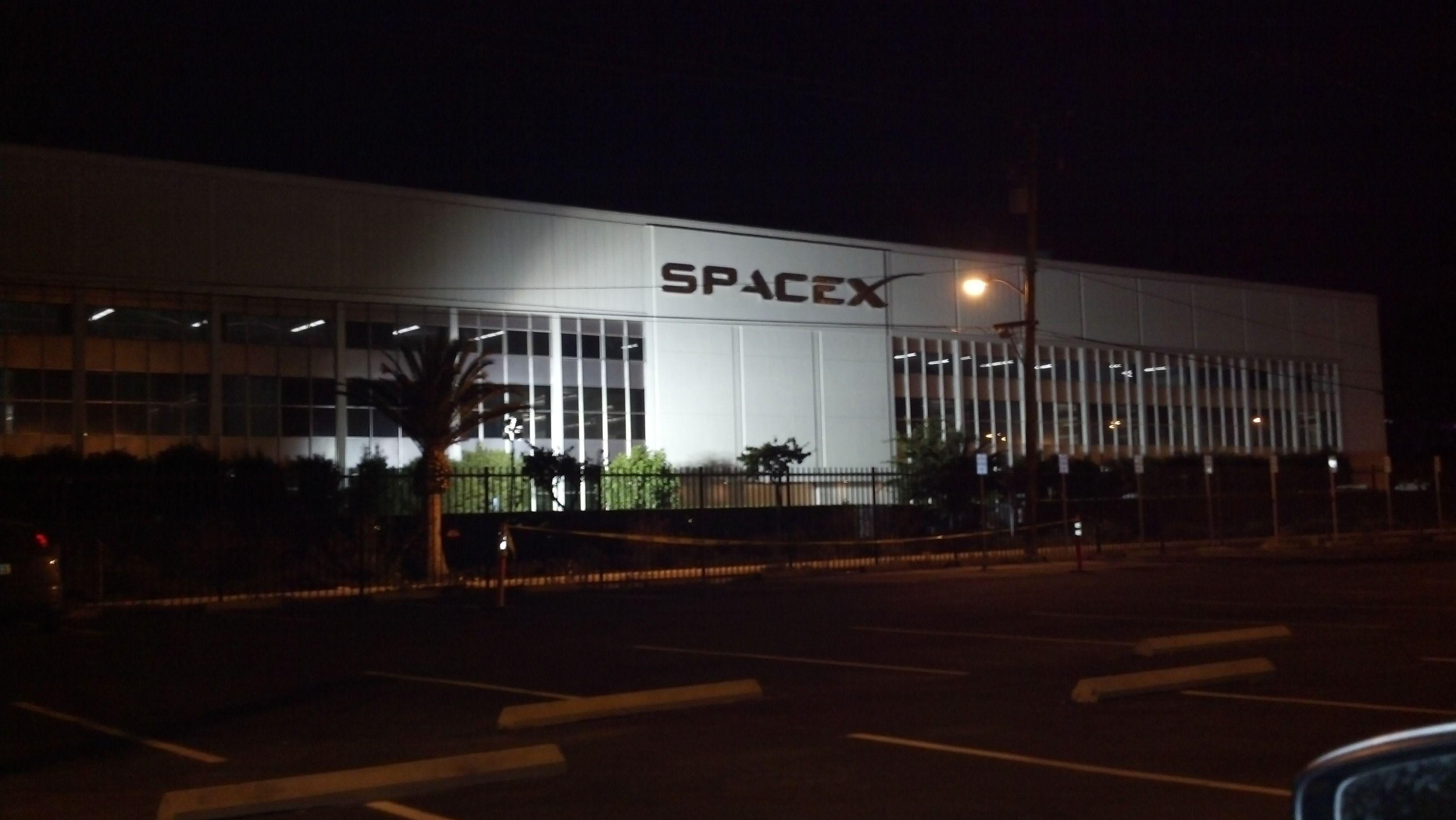 spacex hawthorne facility - HD3264×1840