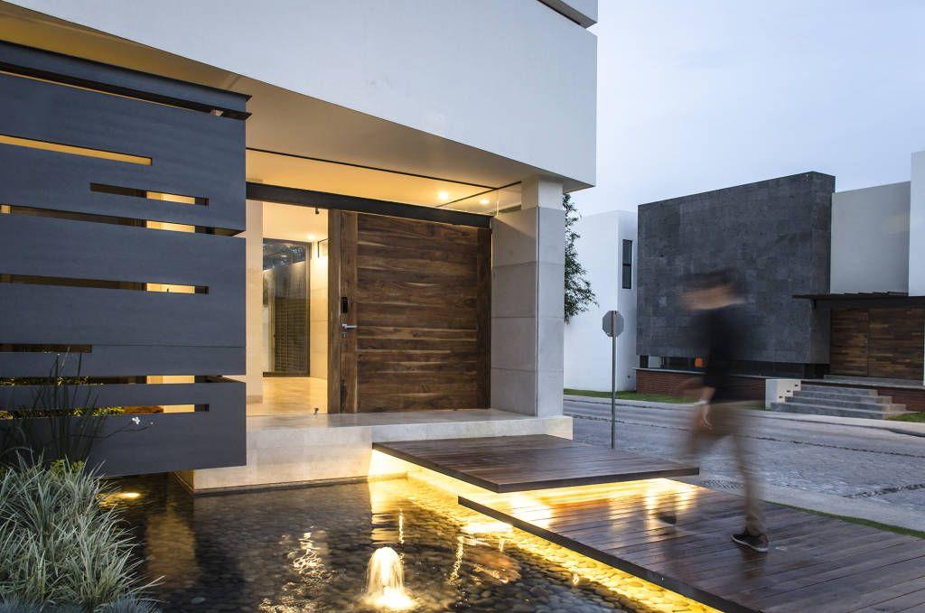 Perfekter Eingang 9 beeindruckende Ideen für den Weg zur Haustür - design treppe holz lebendig aussieht