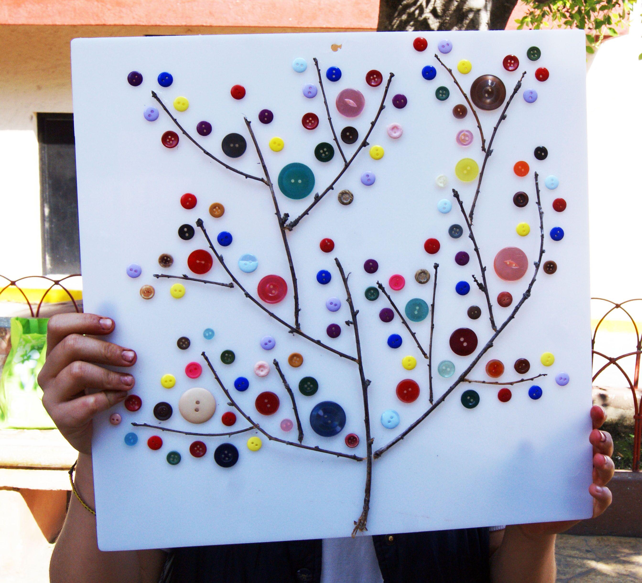 Rbol de botones reciclados echo con ramas recicladas - Ramas de arboles ...