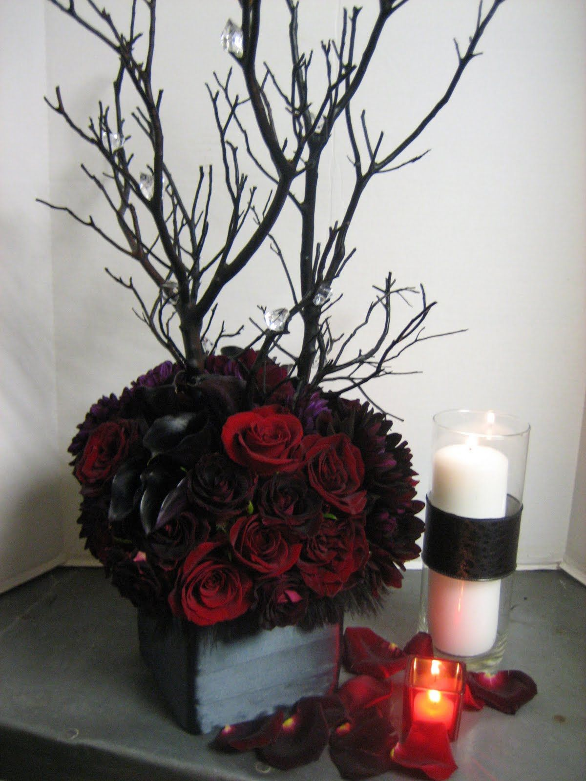Uncategorized Red Flower Arrangement Ideas red bling centerpieces you re thirsting for more twilight new moon ideas visit the hostess