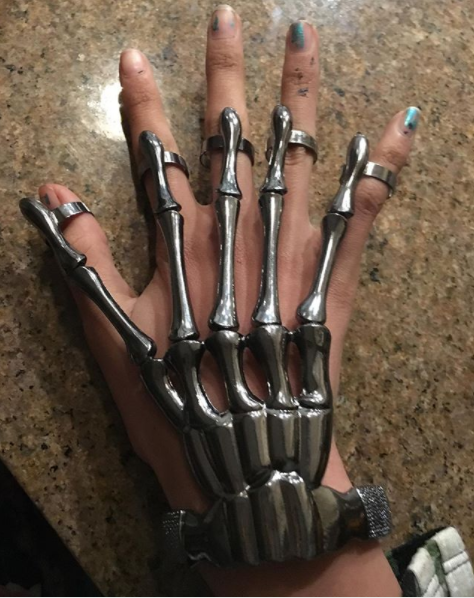 Deadly digits // Skeleton Hand Ring Bracelet Hand