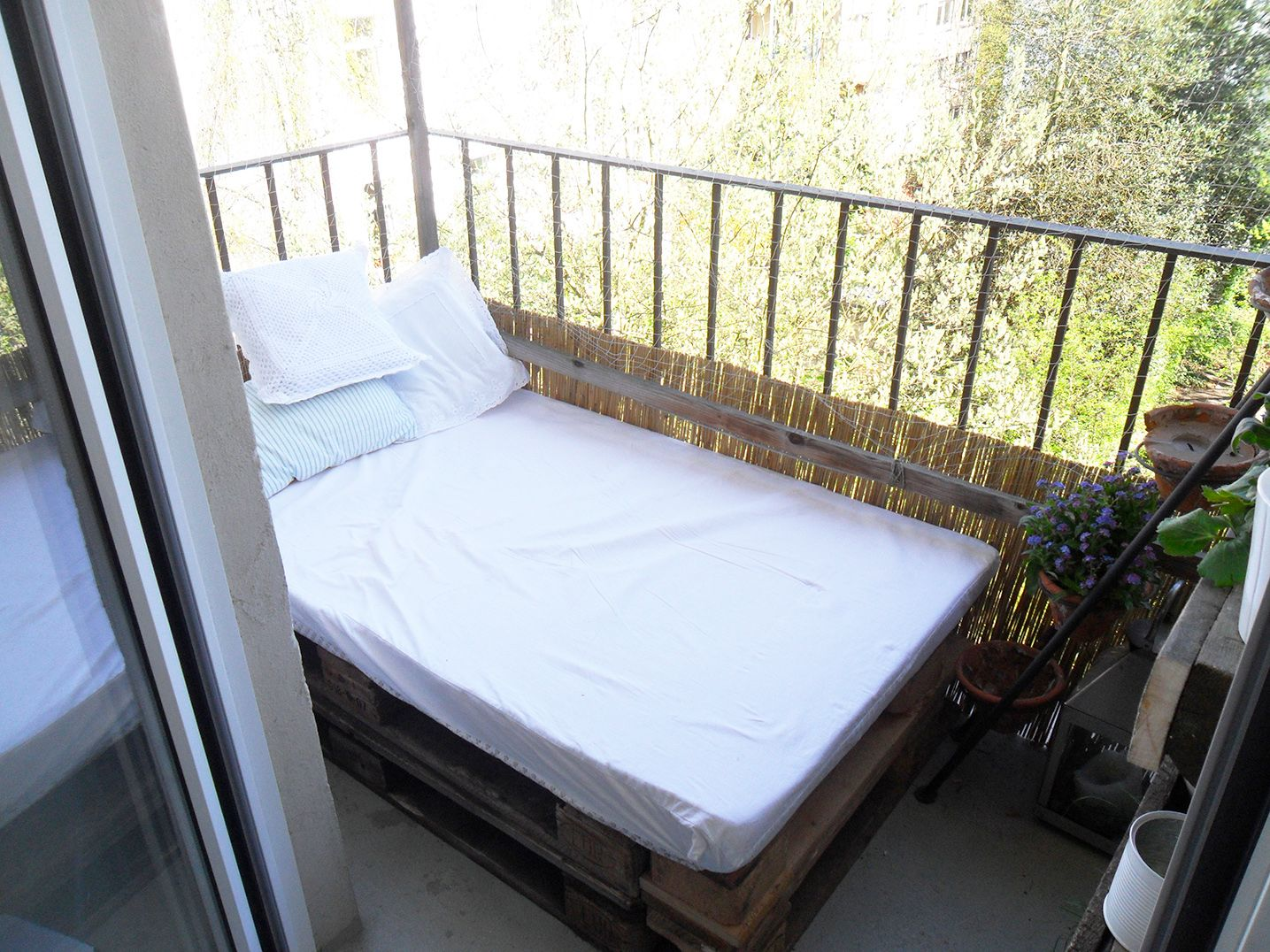 Freiluft-Bett auf dem Balkon...geniale Idee | Sandy\'s Do It Yourself ...