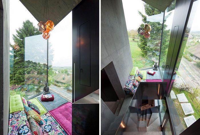 балкон  Витражные окна обеспечивают доступ естественного света в помещения.