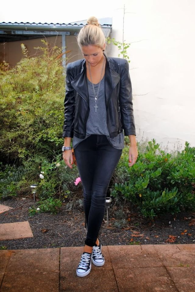 Street Style: leather jacket & converse Mote, uformell  Fashion, Casual