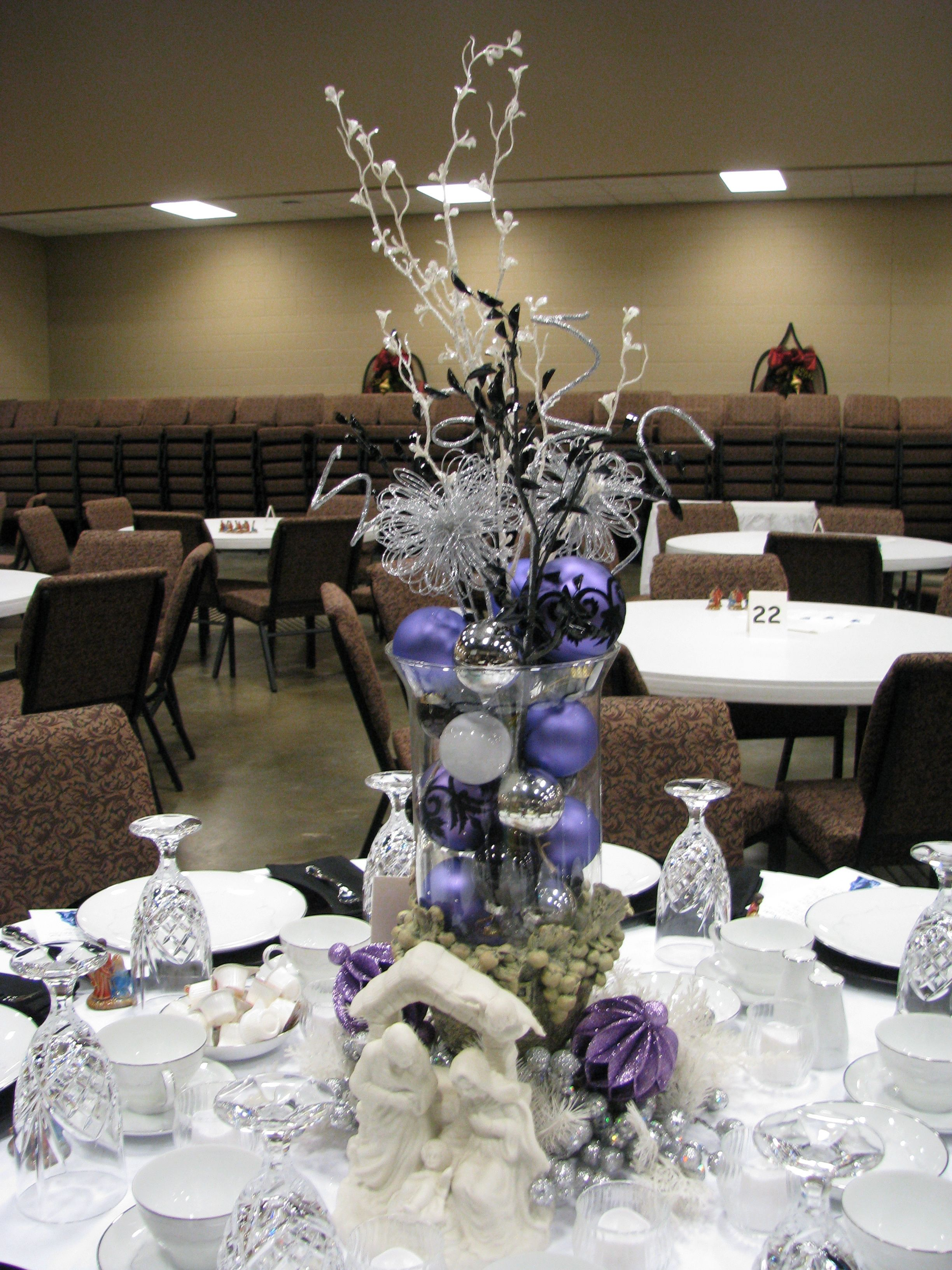 Purple, white, silver and black table decoration