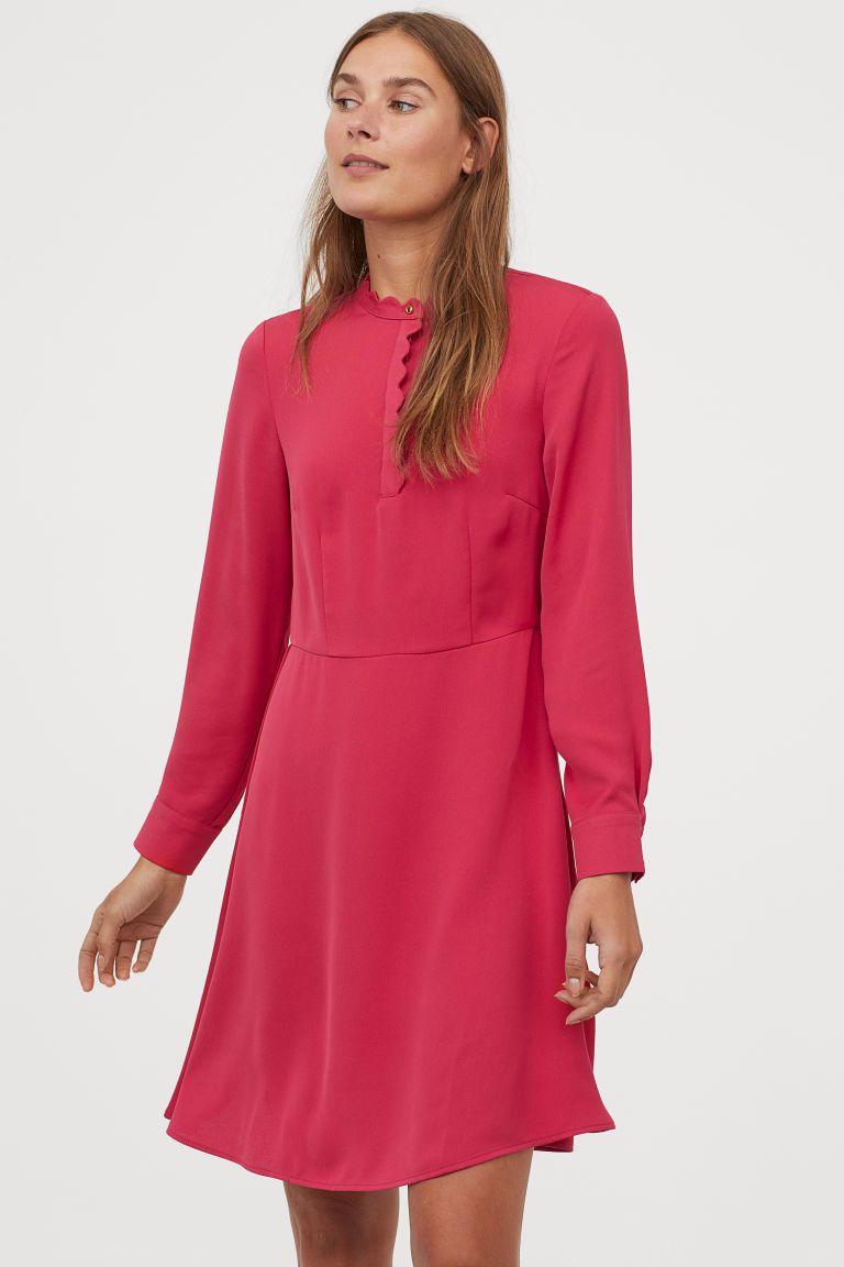 Kleid mit Wellenkanten  Kurze kleider, Glockenrock, Kleider h&m