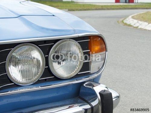 Englischer Triumph Stag Sportwagen der Siebzigerjahre mit Doppelscheinwerfern im Oldtimer-Park Lippe in Lage bei Detmold in Ostwestfalen-Lippe