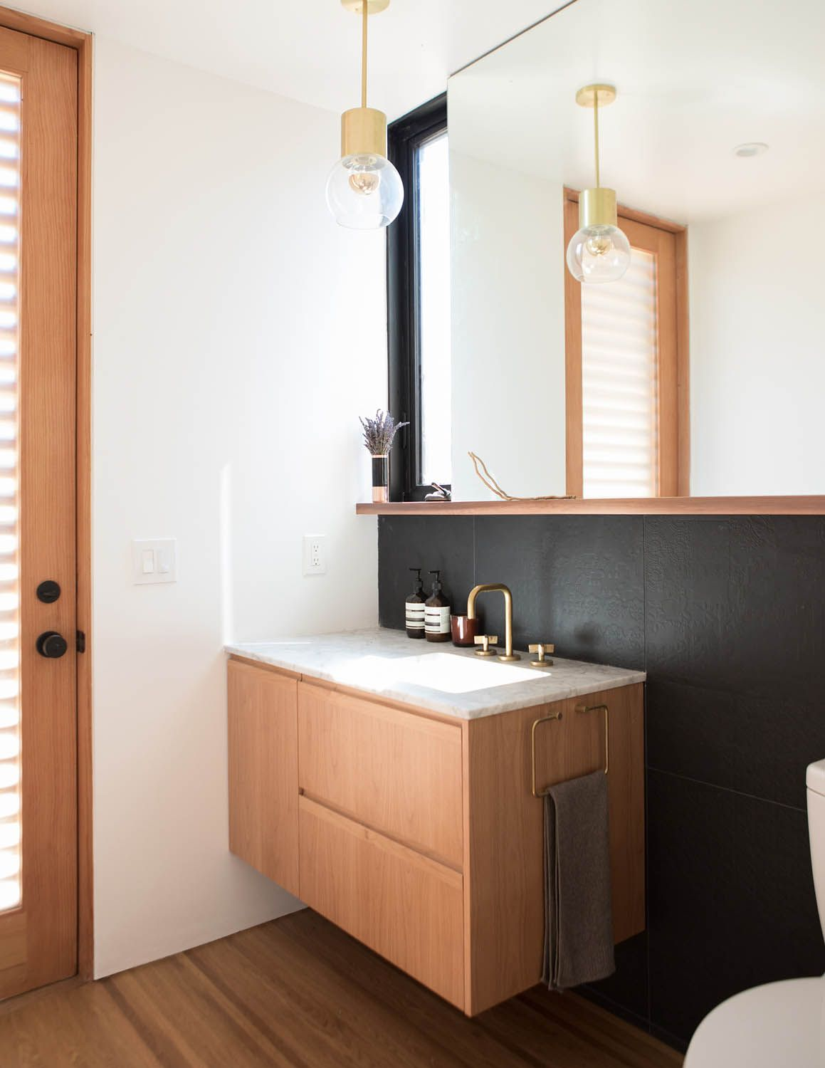 Bathroom Essentials Old Meets New In This Home In Oakland Ca Rue Bathrooms Home