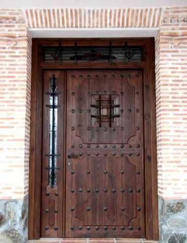 Puertas de entrada chalet google search casas for Puertas principales de madera rusticas