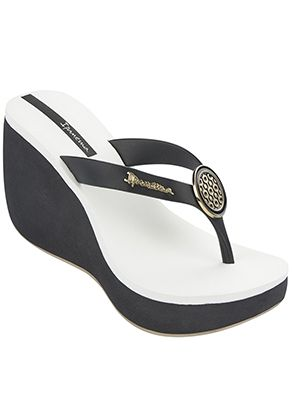b7b8b4fd13 Black platform flip flop wedge with a cushioned white foot bed and a gold  sole #ipanema #flipflops #wedges