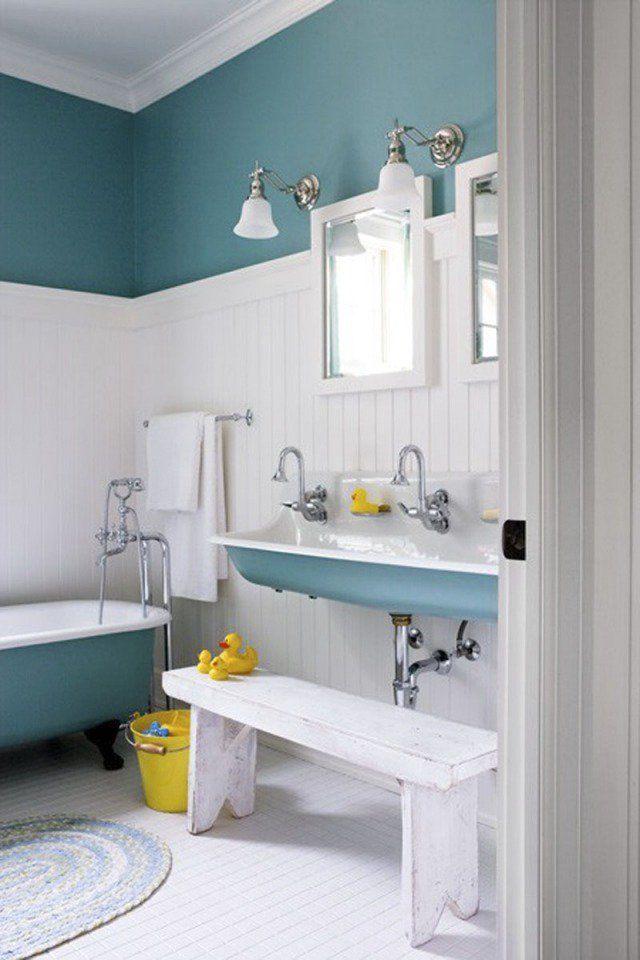 Peinture salle de bains – 24 idées de murs en deux couleurs