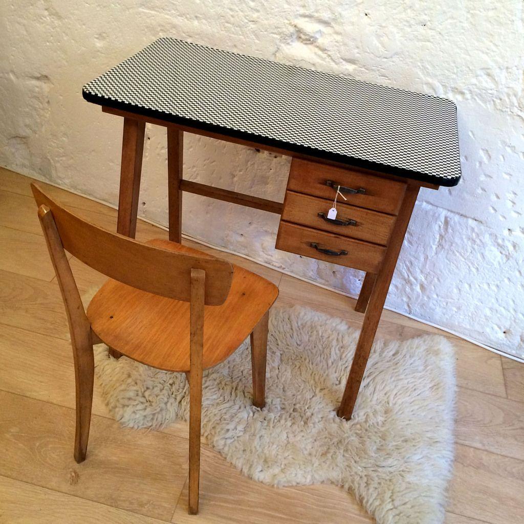 bureau vintage enfant et sa chaise http www lanouvelleraffinerie com decoration meuble vintage 1229 bureau vintage enfant et sa chaise html