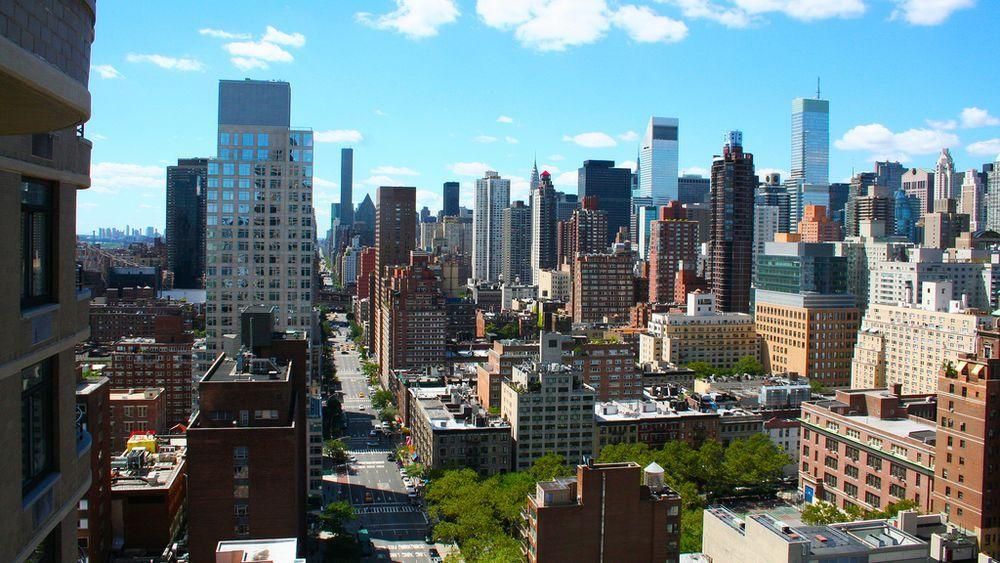 Manhattan apartment prices have risen 28 percent in one ...