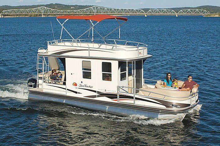 Party cruiser 32 pontoon boat by sun tracker boat review for Fishing pontoon boat reviews