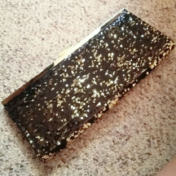 Black and gold sequenced clutch Beautiful and professional clutch. In perfect condition. Style & Co Bags Clutches & Wristlets