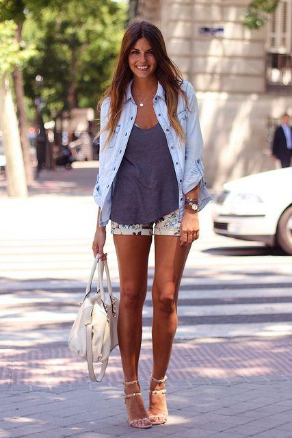 trendy_taste-street_style-look-outfit-hoss_intropia-sandalias_nude-nude_sandals-denim_shirt-camisa_vaquera-flower_shorts-shorts_flores-vince_camuto-bag-bolso-agatha_paris-tiffany by Trendy Taste, via Flickr