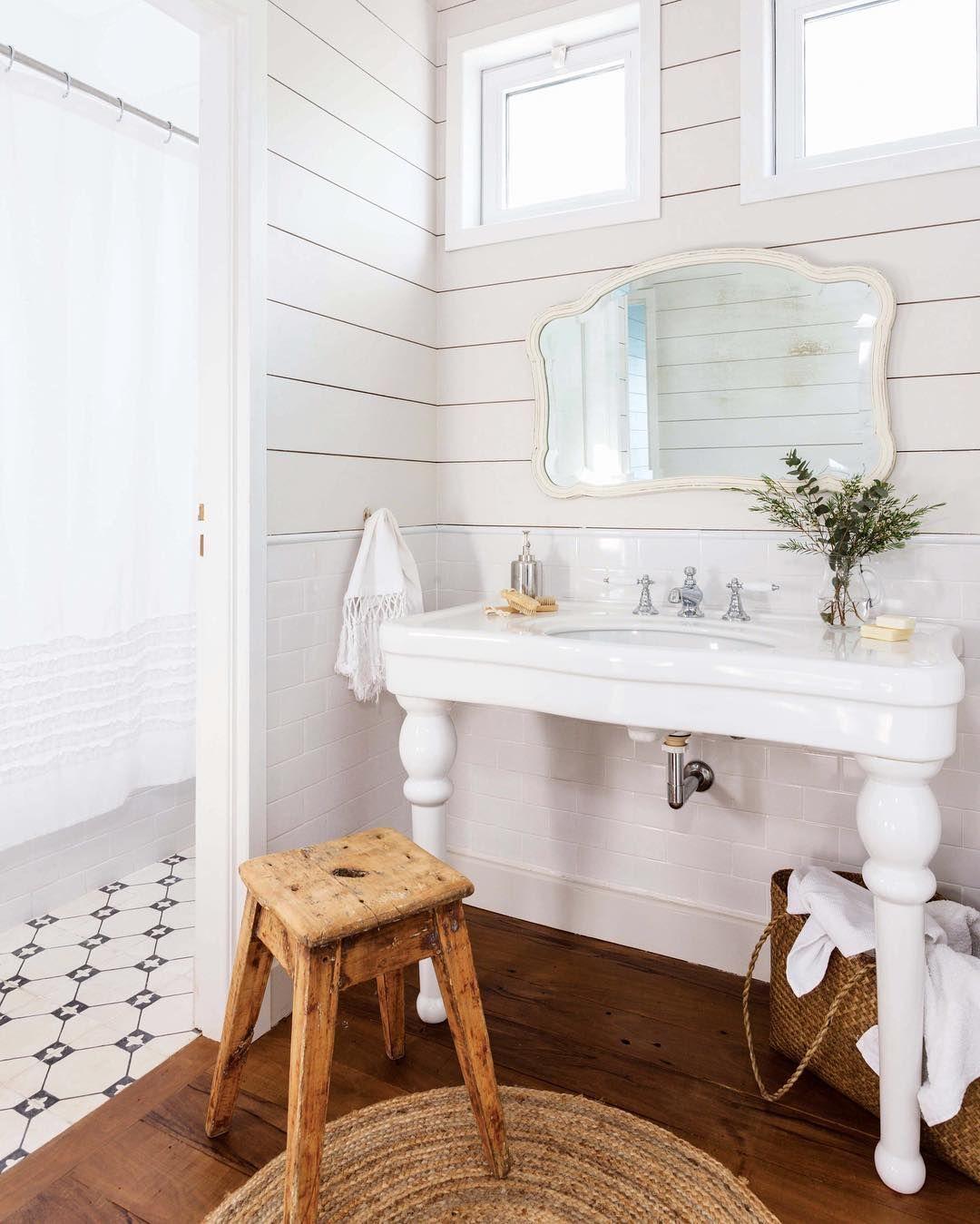 Lapacho + calcáreos + lavatorio de estilo clásico = baño ...