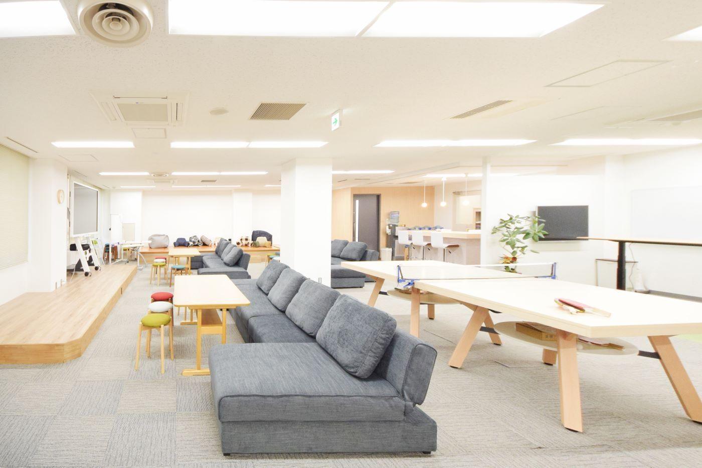 自然の中にいるような自由で開放的なオフィス デザイナーズオフィスの