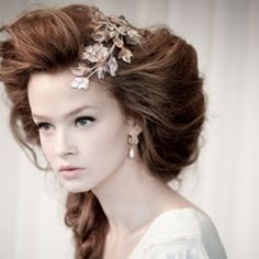 The Royal Victorian Hairstyles Are Today In Great Demand They Chosen For Formal Occasions And With Matching Makeups Costumes Outfits
