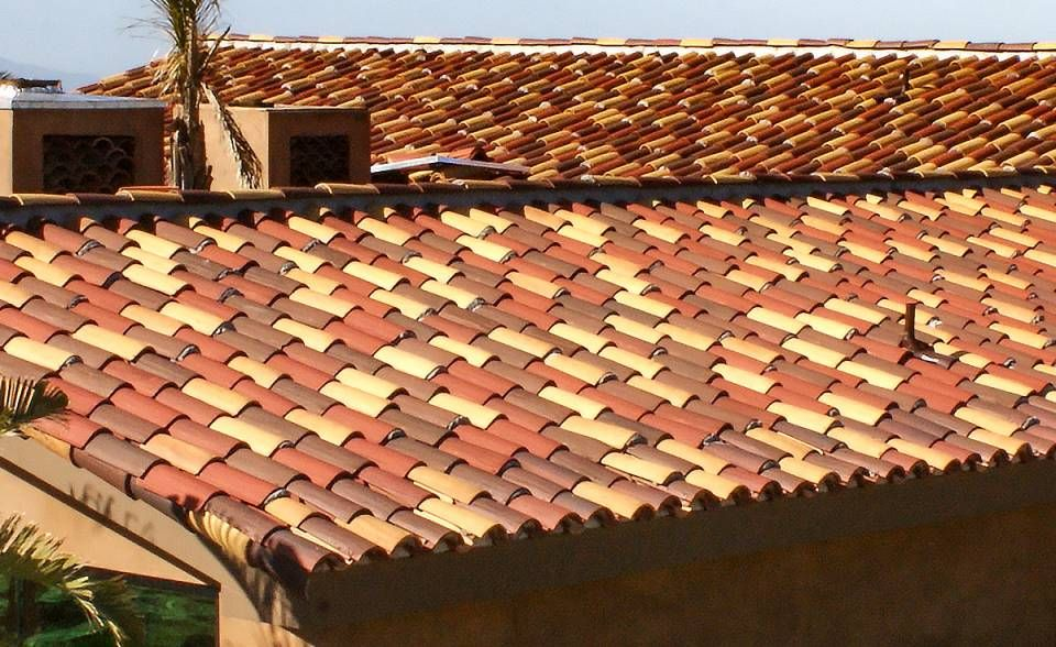 Serpentine Installation Side View Ventura Ca Classic S Mission Spanish Clay Roof Tile 14 3 2f43 Ssc Villa Rosso Blend Clay Roof Tiles Clay Roofs Roof Tiles