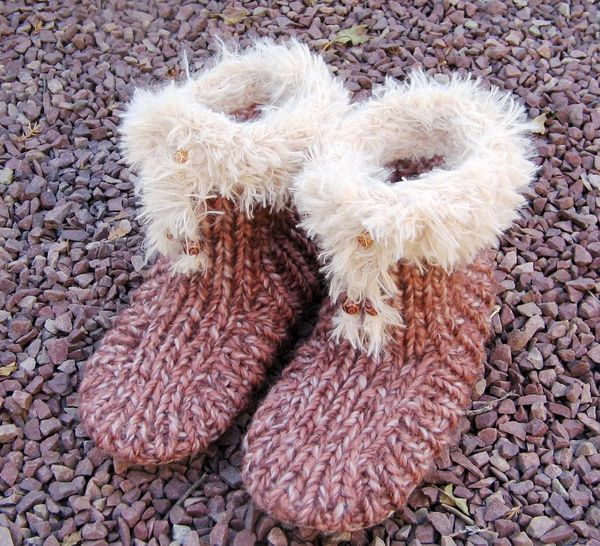 tuto chaussons adultes tricot chaussons adultes pinterest tricot knit crochet and patchwork. Black Bedroom Furniture Sets. Home Design Ideas