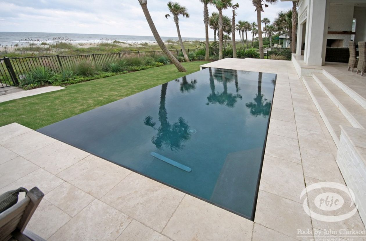Knife edge pool from what i 39 ve read more expensive and for Pool edges design