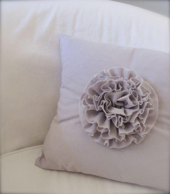 DIY:: Chic Ruffle Pillow Tutorial Pillow Patterns Pinterest