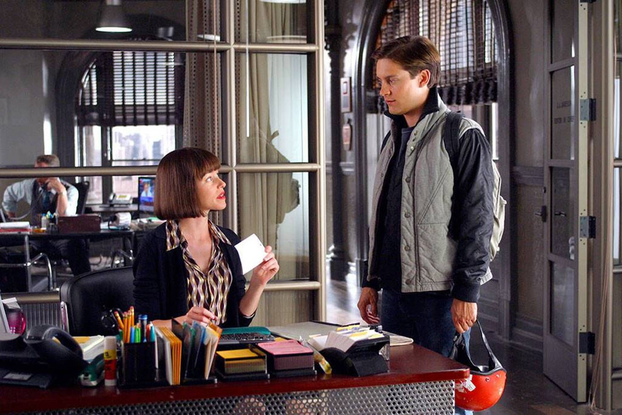 Spider Man Movie Still 2002 L To R Elizabeth Banks Tobey Maguire Despite Being Sixteen Months Older Than Maguir Spiderman Spider Man 2 Elizabeth Banks