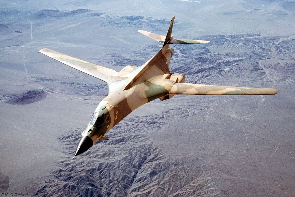 USAF B-1 - these colours mean business.