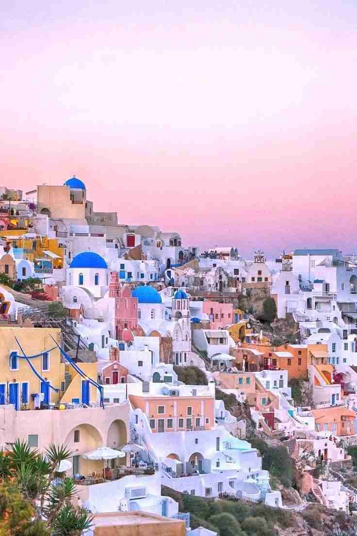 If you're traveling to Santorini then you need some tips to best enjoy your vacation! I'm so happy I found these AMAZING travel tips on what to do in Santorini. Now I know how to enjoy my holiday there in the best way. #santorini #greece #traveltips