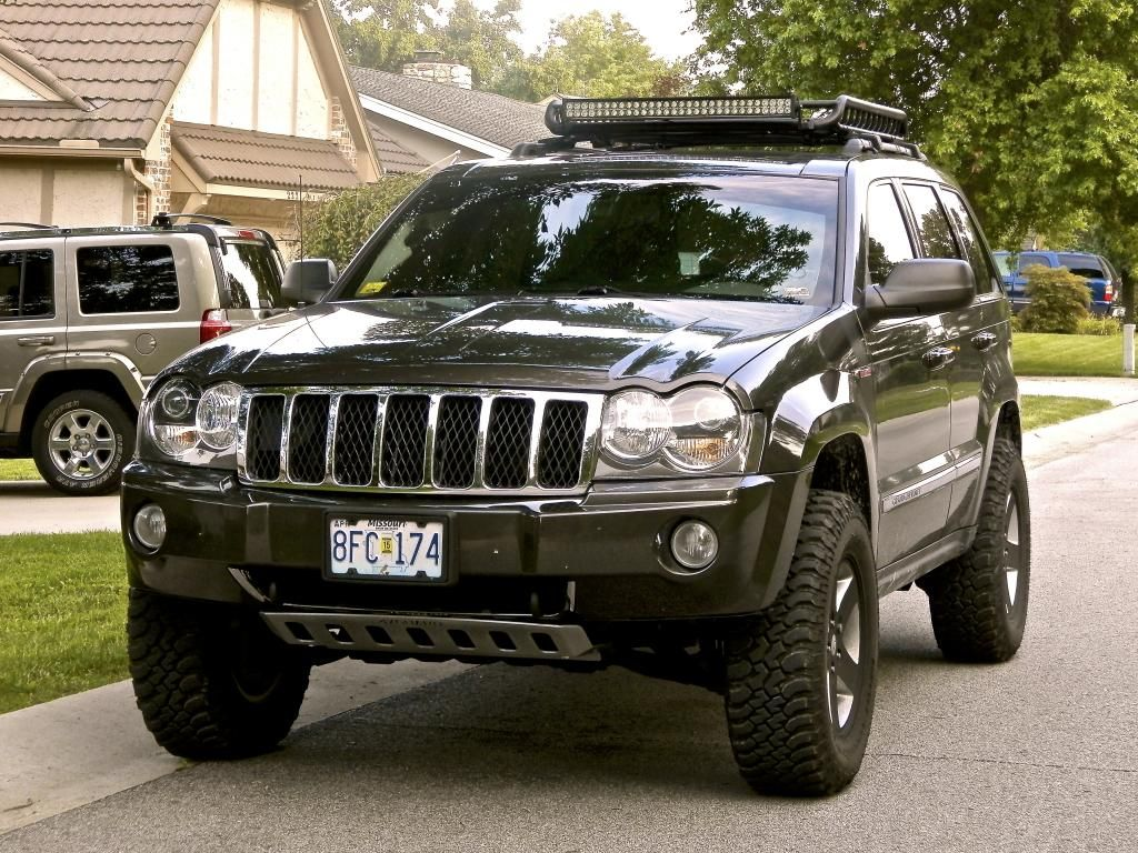 2012 jeep grand cherokee with black wheels and roof rack | jeeps