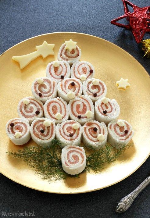 Antipasti Natalizi A Forma Di Albero Di Natale.Albero Di Natale Di Tartine Al Salmone Antipasto Di Natale Antipasti Di Natale Ricette Antipasti