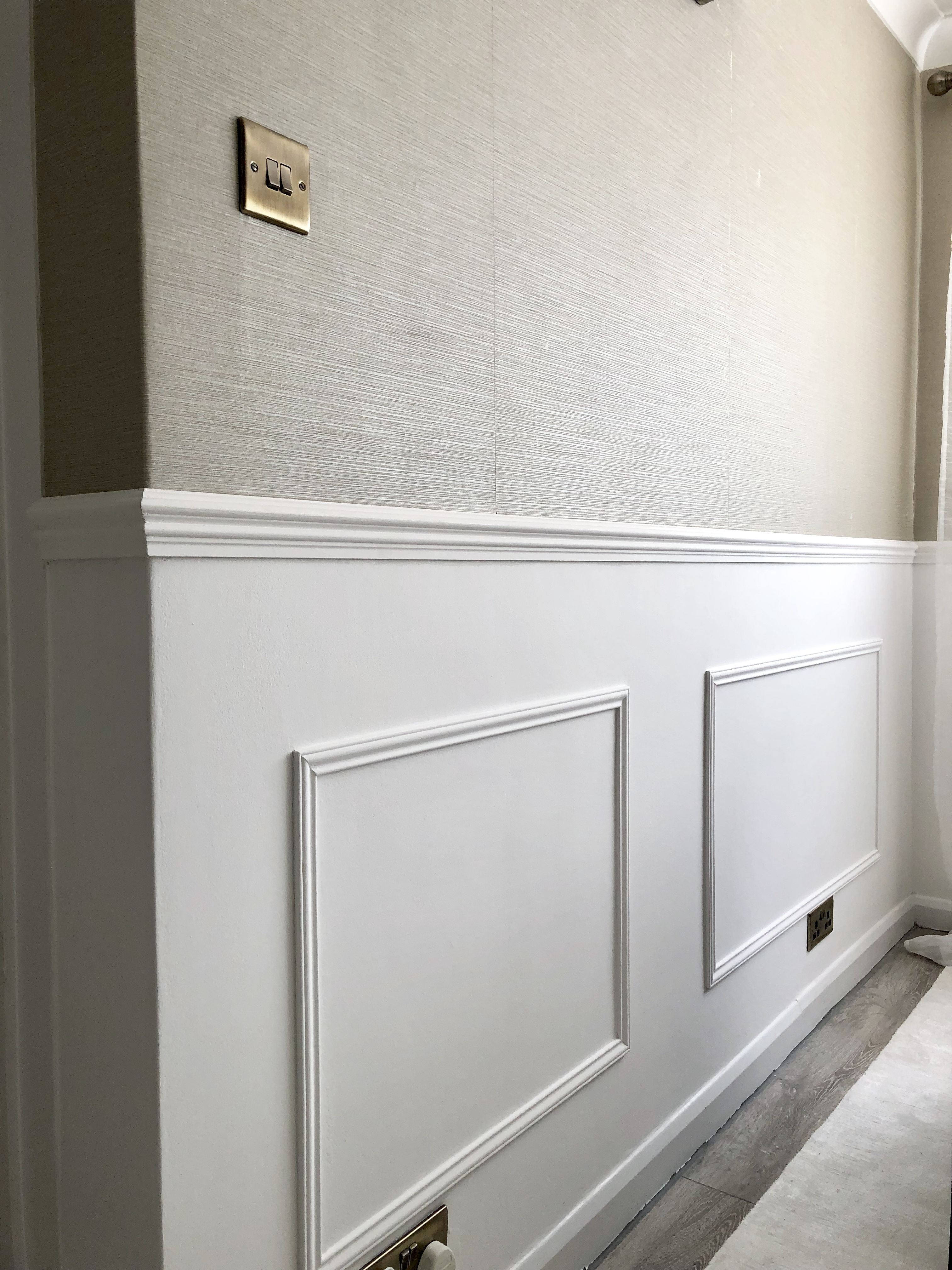 Diy Wall Panelling Tutorial A Simple Step By Step Guide Showing You How To Add Diy Wall Panelling To Your H Interior Design Blogs Flur Design Wandverkleidung