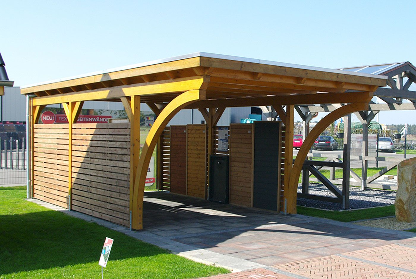 ein carport mit rundb gen aus leimholz dieser flachdachcarport hat einen individuellen charme. Black Bedroom Furniture Sets. Home Design Ideas
