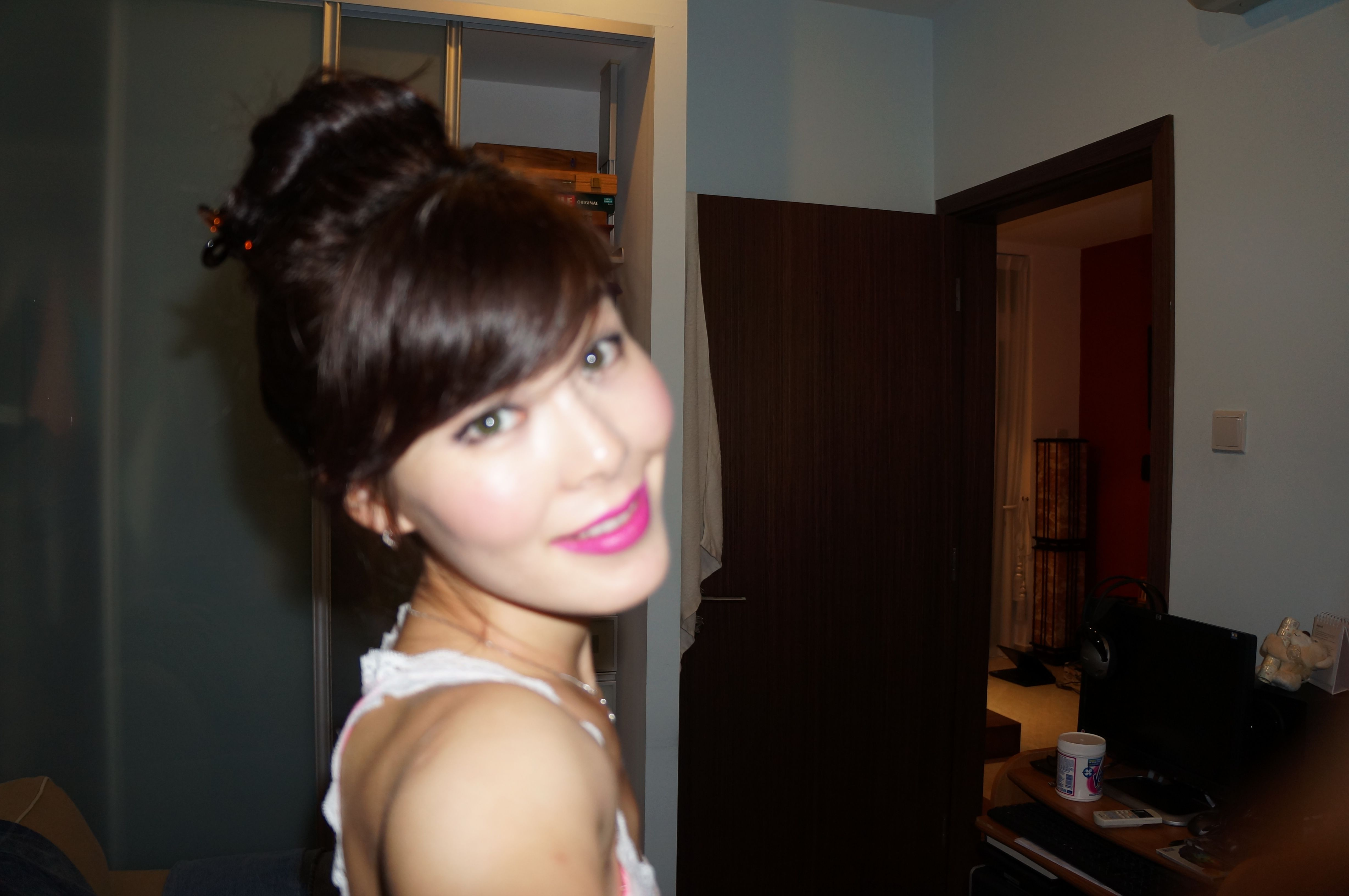 Hot pink lips and eyeliner.