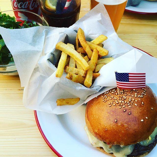 #foodporn #yummy #usa #burger #beef #fries #cheesecake #flag #headinsky #love #travel #swiss 🇺🇸🇺🇸🇺🇸  Yummery - best recipes. Follow Us! #foodporn